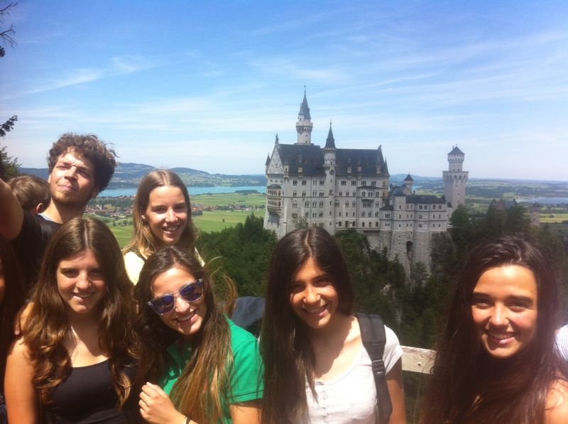 """Los estudiantes visitaron el castillo de """"Disney"""" en Baviera."""